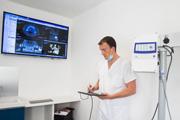 Le docteur Dubois, spécialiste en implants dentaires à Montpellier, vous conseille dans son cabinet.